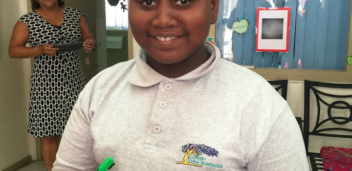 Zizi of Aruba, gets her first 3D printed e-NABLE hand thanks to a classroom of 9th graders!